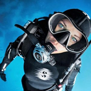 Scubapro girl try diving
